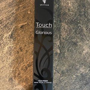 Younique Glorious touch face primer